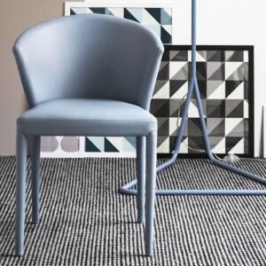 sedia con struttura in legno e rivestita in pelle by Calligaris